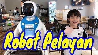 Video Wow, Semua Pelayannya Robot || Enjoy Cafe Budapest MP3, 3GP, MP4, WEBM, AVI, FLV April 2019
