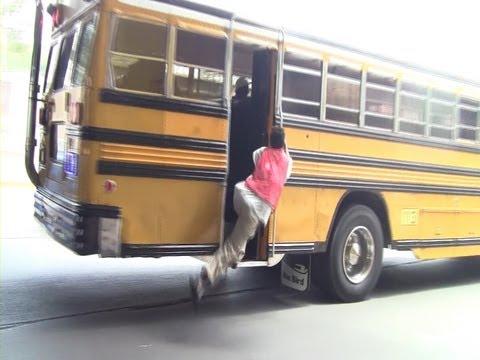 [Honduras] An Assistant of a Municipal Bus in Tegucigalpa (Aug., 2013)