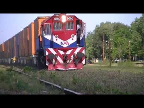 Locomotora General Motors GT22CW 9090 encabezando un tren de carga el 03-02-2013