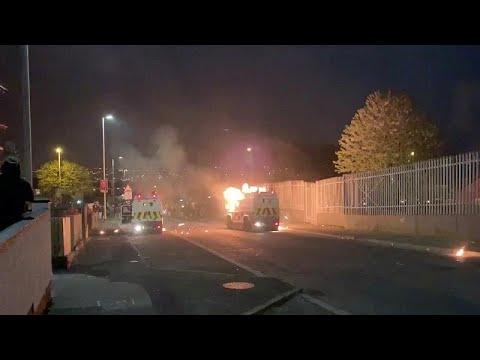 Νέο ξέσπασμα βίας στη Β. Ιρλανδία – Μια γυναίκα νεκρή