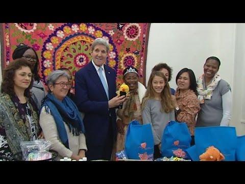 Επίσκεψη του Τζον Κέρι σε κέντρο μεταναστών στη Βικτώρια