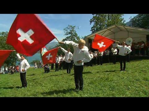 Schweiz: Riesenfahne zum Nationalfeiertag am Säntis