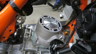 Video 2017 KTM 250 EXC Engine Top End Rebuild MP3, 3GP, MP4, WEBM, AVI, FLV Januari 2019