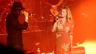 """Lulu Gainsbourg & Mélanie Thierry """"Ne Dis Rien"""" @ Casino de Paris"""