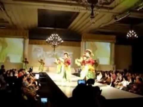 milan fashion silate - Tarian dari daerah Betawi yang di persembahkan untuk para tamu tamu agung dengan kecantikan dan ketrampilan para none-none betawi dalam memainkan slampe deng...