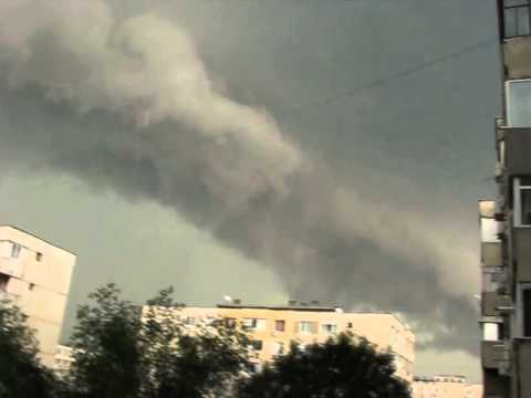 Video Supercell thunderstorm with spectacular shelf cloud over the Bucharest, in Romania- june 13, 2014 download in MP3, 3GP, MP4, WEBM, AVI, FLV January 2017
