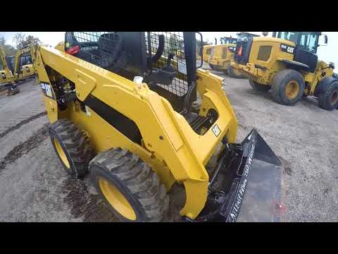 CATERPILLAR CHARGEURS COMPACTS RIGIDES 236D equipment video _eSP0UOA_Xc