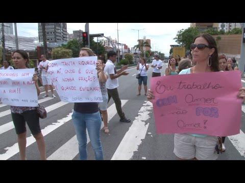 Pela manhã, professores protestam por atraso de pagamento em S.Caetano