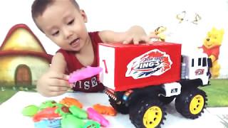 TUẤN MINH sẽ giới thiệu với các bạn về chiếc xe ô tô chở hàng đồ chơi các bạn nhé.ô tô đẹp lắm đó ạ.