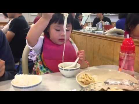 (2915-04-25) Steffi using multiple utensils to eat noodle soup