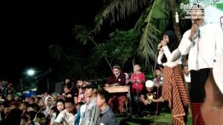 Festival Tongtek Obor Desa Mlonggo JeparaTongtek memang sudah tidak asing di telinga masyarakat karena festival tahunan yang biasa di selenggarakan setiap bulan suci ramadhan ini selalu memberikan pertunjukkan yang menarik untuk masyarakat sekitar. Festival tongtek jepara ini memang sangat menarik dengan berbagai pertunjukkan musik nan bagus.