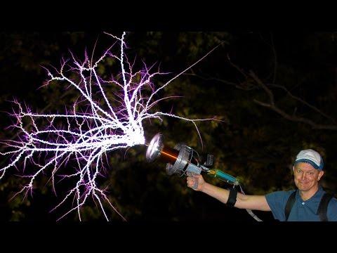 這把就是能夠射出超猛閃電的「電動能源槍」,28000幀率下的展示狂到好想買下它啊!