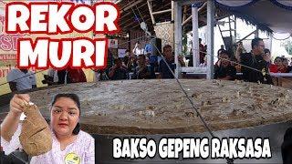 Video REKOR MURI!! BAKSO GEPENG RAKSASA DI FESTIVAL KULINER BSD BY SAMBAL DUA BELIBIS MP3, 3GP, MP4, WEBM, AVI, FLV Juni 2019