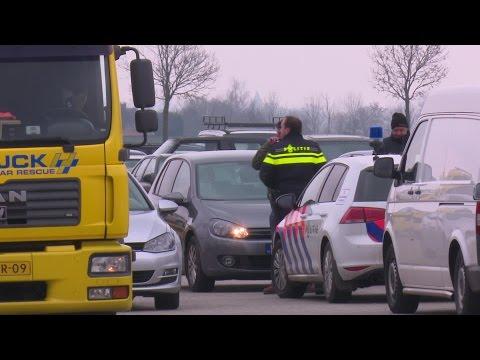 Negen gestolen auto's in beslag genomen bij bedrijf in Veen