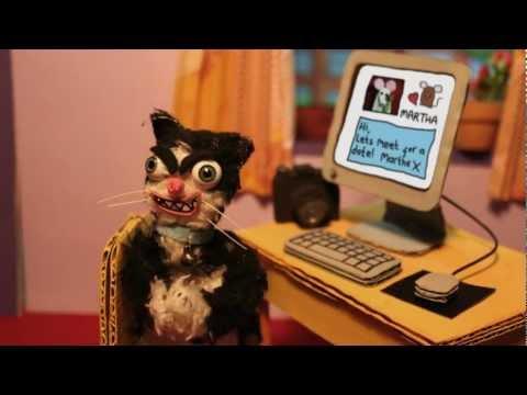 video que muestra unos gatos y ratones haciendose pasar por otros