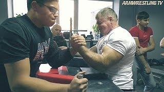 Video Bodybuilder VS Schoolboy ARM WRESTLING #2 MP3, 3GP, MP4, WEBM, AVI, FLV Maret 2019