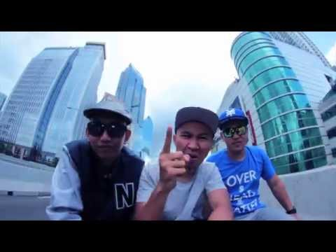 Wizzow & Della MC - Selamat Pagi (feat. Bakhes) [Official Music Video]