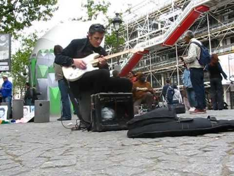 Woilem: French Blues Guitarist virtuoso street music performance, Paris
