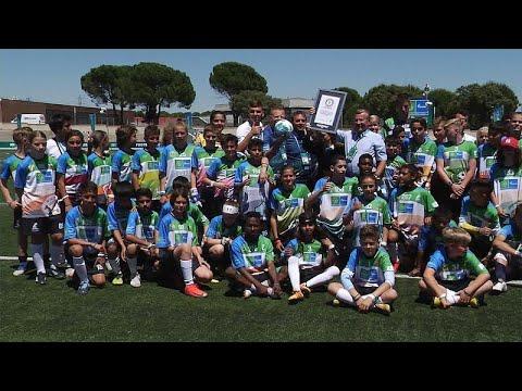 Ρεκόρ Γκίνες για το Ποδόσφαιρο για τη Φιλία