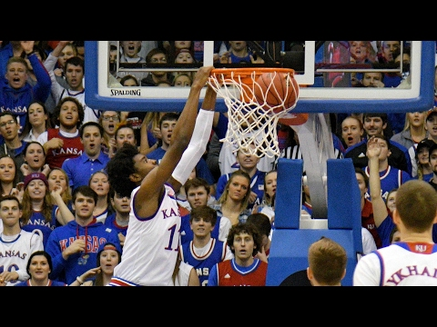 Josh Jackson Dunk Gives Kansas The Lead For Good vs. Baylor | CampusInsiders (видео)