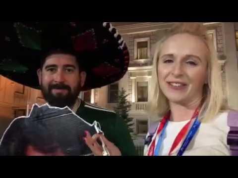 Мексиканский болельщик приехал в Самару с картонной головой знаменитого певца