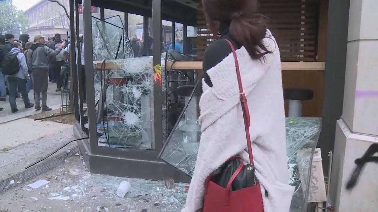 Συγκρούσεις μεταξύ της αστυνομίας και κουκουλοφόρων στο Παρίσι