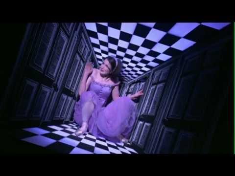 英国ロイヤル・バレエ団「不思議の国のアリス」プロモーションビデオ2
