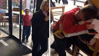 بالفيديو.. طفل ينهار من البكاء بعد مفاجأة قدمها جده له