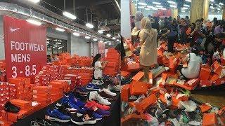 Video Kardus dan Sepatu Berserakan, Booth  Roboh Diterjang Para Pemburu Diskon di Nike Bazaar MP3, 3GP, MP4, WEBM, AVI, FLV Agustus 2017
