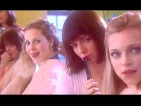 到底是哪位猛男,竟然讓理髮店裡所有的女人都目不轉睛,越看越渴呢?!