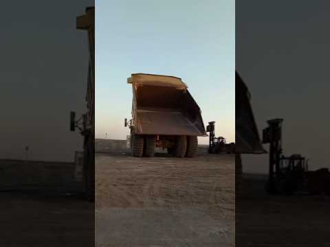 CATERPILLAR OFF HIGHWAY TRUCKS 793D equipment video _nMh2UBlKno