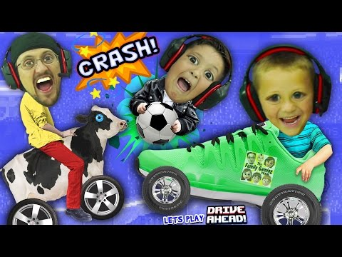 FGTEEV BOYS CRASH, SMASH & SOCCER DASH!  Dad vs. Sons Drive Ahead iOS App Game (видео)