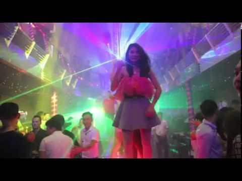 Các hot girl quẩy dẻo trong bar club part 1