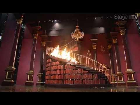 Feuertaufe der brennenden Treppe von Manderley für das Musical REBECCA