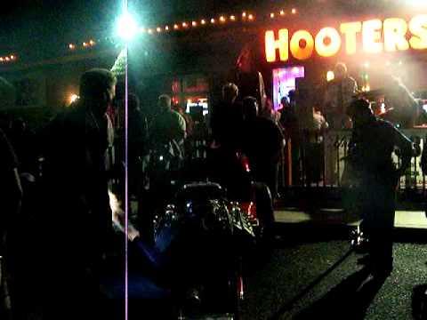 Hooters 017