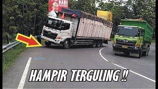 Video Seconds Seconds not powerful Nanjak Hino Truck Almost Rolled around the bend Timez MP3, 3GP, MP4, WEBM, AVI, FLV Desember 2018