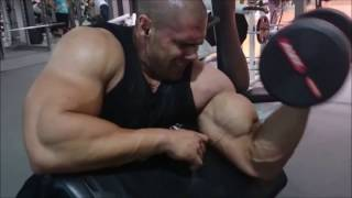 Portuguese bodybuilder Davide Correia training his biceps