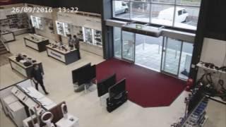Британец разбил в магазине четыре телевизора за несколько секунд