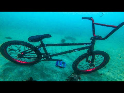 ZERO GRAVITY BMX RIDING UNDERWATER