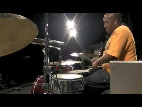 Dante' Taz Roberson plays Kanye West  live 2009