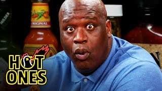 Video Shaq Tries to Not Make a Face While Eating Spicy Wings | Hot Ones MP3, 3GP, MP4, WEBM, AVI, FLV Maret 2019