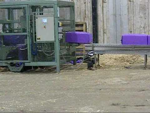 Automatic wood shavings baler with FFS