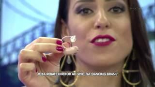 """Xuxa rebate diretor ao vivo em """"Dancing Brasil""""."""