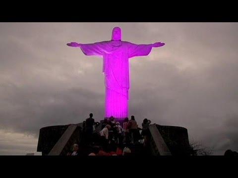Χριστός Σωτήρας στα… ροζ για τη μάχη κατά του καρκίνου στο μαστό