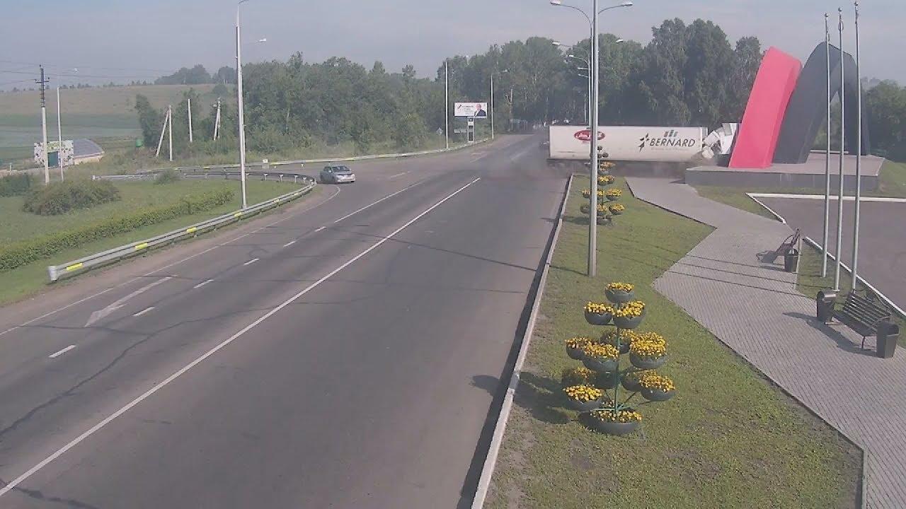Φορτηγό συντρίβεται στην είσοδο της ρωσικής πόλης Novokuznetsk
