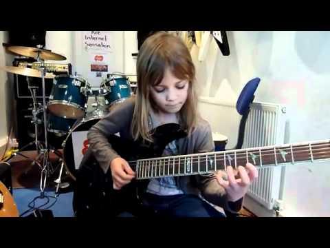 Impresionante!! Niña de solo 8 años, toca la guitarra como una diosa