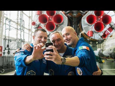 Space Chronicles: Ο Λούκα Παρμιτάνο μας περιγράφει τι γίνεται πριν την εκτόξευση στο διάστημα!…