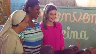 S.M. la Reina visita un colegio de las hermanas de San Vicente de Paul