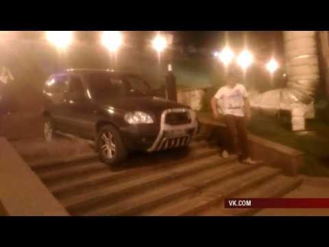 Штраф 500 тысяч рублей начислен ижевчанке за поездку по ступенькам на «Ниве»
