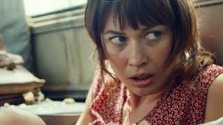 「テロ公ども、私のかわいい生徒たちに近づくな!」女教師の死闘がここに!/映画『15ミニッツ・ウォー』本編映像